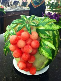 I wish I had taken food sculpting Class when I was in collage..... Sigh... Oh well! <3   grapes, watermelon art #provestra