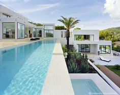 Casa Jondal was designed by Atlant del Vent in 2007. It is located in Ibiza, Balearic Islands, Spain.