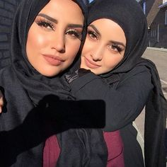 Discovered by leslie. Find images and videos about beauty, girls and makeup on We Heart It - the app to get lost in what you love. Hijabi Girl, Girl Hijab, Hijab Outfit, Beautiful Muslim Women, Beautiful Hijab, Arab Girls, Muslim Girls, Beau Hijab, Hot Muslim