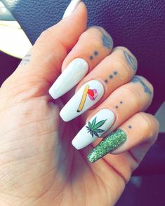 How to choose your fake nails? - My Nails Weed Nails, Aycrlic Nails, Oval Nails, Hair And Nails, Nail Nail, Summer Acrylic Nails, Best Acrylic Nails, Fancy Nails, Pretty Nails