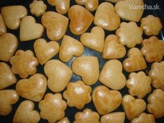 Čarovné medovníčky - recept | Varecha.sk Christmas Sweets, Christmas Baking, Desert Recipes, Graham Crackers, Food Hacks, Sweet Recipes, Food And Drink, Cooking Recipes, Yummy Food
