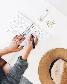 Do you want to know the top habits of minimalists? How do they stay minimalists long term? This article will guide you to incorporate some effortless minimalist habits that can make your journey in minimalism so much easier. Tandem, Budget Wedding, Wedding Planning, Wedding Ideas, Wedding Venues, Wedding Songs, Diy Wedding, Bullet Journal Examples, Bon Point