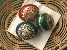 Straw Decorations, Types Of Eggs, Easter Traditions, Egg Art, Egg Decorating, Art Techniques, Easter Eggs, Carving, Fancy