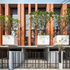 Image 7 of 18 from gallery of Townhouses with Private Courtyards / baan puripuri. Photograph by Beer Singnoi Minimal House Design, Duplex Design, Modern Townhouse, Internal Courtyard, Brick Architecture, Patio Interior, Small Buildings, Facade Design, Gallery