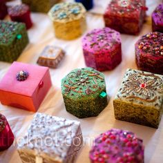 Indian jewelry boxes given to the women who attended the Friday night gathering, a mehndi party hosted by the bride's family. Photo By: Versluis Photography, Leawood, KS Indian Wedding Favors, Wedding Favor Boxes, Desi Wedding, Unique Wedding Favors, Wedding Party Favors, Wedding Gifts, Wedding Ideas, Wedding Decoration, Trendy Wedding