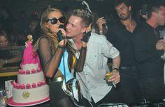 Ao lado do irmão, Paris Hilton comemora o aniversário em Floripa