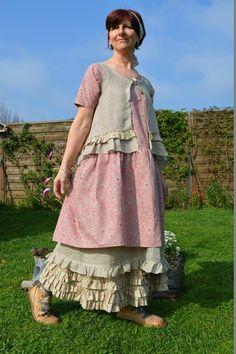 Florine robe en coton rose ancien et fleuri et voile de lin pour la partie basse   ...