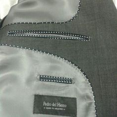 Made to measure. Trajes a su medida. Bespoke Suit, Bespoke Tailoring, Tailoring Techniques, Sewing Techniques, Coat Patterns, Dress Sewing Patterns, Herren Outfit, Blazers For Men, Pocket Detail
