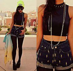 High waist Shorts, pantyhose, Crop top && Gold chain.  FASHION CUTE ROUND GLASSES SPIKE COLLAR