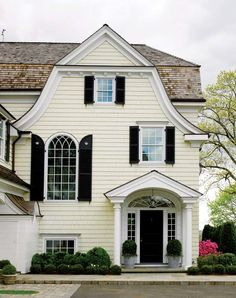 This is EXACTLY what I want the exterior of my house to look like, color wise. That is the very perfect shade of pale yellow, with black shutters. I've been talking about this house for years. Exterior Paint Colors, Exterior Design, Black Exterior, Yellow House Exterior, Colonial Exterior, Traditional Exterior, New England Homes, New Homes, Gambrel Roof
