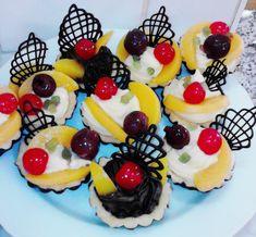 Gyümölcsös kosárka - Lakodalmas sütemények