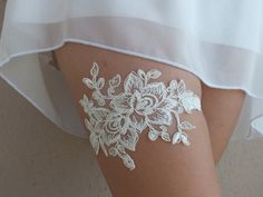 ▲ Wedding Garter Set ▲   This beautiful wedding garter includes a gorgeous lace garter on the main. If you specify a custom size when purchasing the