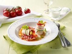 Gefüllte Putenröllchen  mit Tomaten-Papaya-Salat