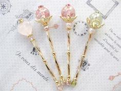 *ミニチュア魔法の杖*  1/6・1/12ドール小物 *ステッキ* Kawaii Jewelry, Kawaii Accessories, Cute Jewelry, Jewelry Accessories, Unique Jewelry, Magical Jewelry, Resin Charms, Resin Art, Uv Resin