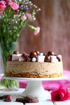 Geisha-suklaajuustokakku ilman liivatetta - Suklaapossu Sweet Desserts, Vanilla Cake, Cheesecake, Sweets, Food And Drink, Sweet Sweet, Baking, Geisha, Easy