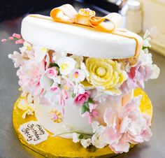 A Floral Hat Box Birthday Cake 075 Boxes Occasion Cakes