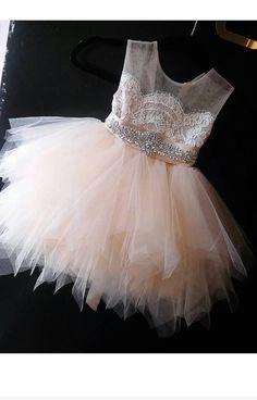 flor chica vestido 'Bianca' con hoja de diamante por somsicouture