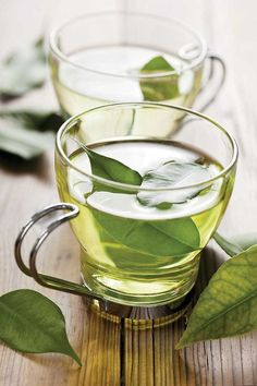 Green Tea: Natural caffeine can help speed up your metabolism and keep you energized to burn more calories throughout the day. Plus, green tea contains antioxidants to help rid your body of toxins. Natural Medicine, Herbal Medicine, Natural Cures, Natural Healing, Natural Skin, Herbal Remedies, Health Remedies, Acne Remedies, Healthy Drinks