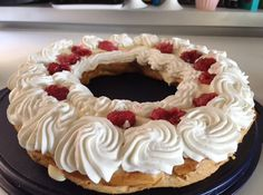 #parisbrest #lamponi #torta #bignè #ricette #foodmetender #cake     http://www.foodmetender.com/it/ricette/dolci-e-biscotti/557-paris-brest-l-anello-di-bign%C3%A8.html