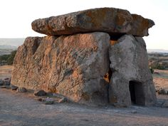 I dolmen Ancient Aliens, Ancient History, Sea Peoples, Astronomical Events, Mycenaean, Ancient Buildings, House On The Rock, Bronze Age, Sardinia