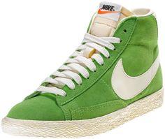 Sneaker di ispirazione basket, le Nike Blazer Mid Vintage sono un classico Nike totalmente rinnovato in stile vintage! Tomaia in pelle con logo in pelle su entrambi i lati. Lettering sul retro. Suola in gomma vulcanizzata.    Prezzo: 100,00€    SHOP ONLINE:  WOMAN http://www.aw-lab.com/shop/new-now/nike-w-blazer-mid-suede-vintage-5037416    MAN http://www.aw-lab.com/shop/new-now/nike-blazer-mid-suede-vintage-8033416