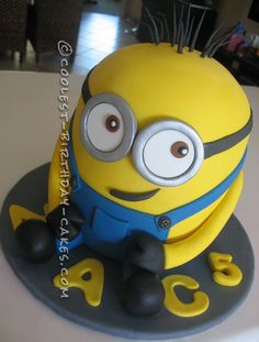 Coolest Minions Cake... This website is the Pinterest of birthday cake ideas