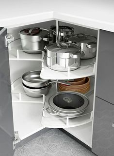 30 Insanely Smart DIY Kitchen Storage Ideas - Best Home Ideas and Inspiration : Small kitchen space? IKEA kitchen interior organizers, like corner cabinet carousels, make use of the space you have to make room for all your kitchen gadgets! Diy Kitchen Storage, Kitchen Cabinet Organization, Home Organization Hacks, Smart Kitchen, Kitchen Pantry, Home Decor Kitchen, Kitchen Interior, Cabinet Ideas, Awesome Kitchen