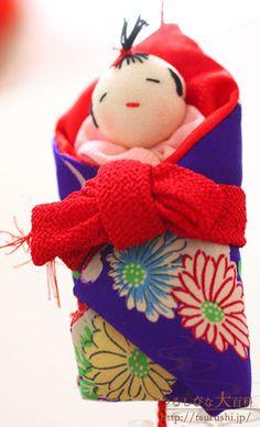 つるし雛(つるしひな 吊るし飾り)の写真紹介(ギャラリー) Japanese House, Japanese Art, Japan Crafts, Kimono Fabric, Christmas Tree Ornaments, Fabric Crafts, Origami, Diy And Crafts, Dolls