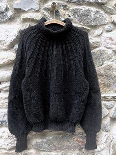 Eksperimentet II - FiftyFabulous Arm Knitting, Sweater Knitting Patterns, Pullover Mode, Wool Shop, Knitted Baby Cardigan, Knit Crochet, Crochet Pattern, Knitting For Beginners, Knitted Blankets