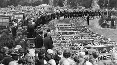 The funerals are held for the 41 victims of the Ballantynes Department Store fire at Ruru Lawn Cemetery in Christchurch, 1947. New Zealand Lma