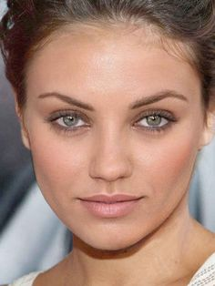 Mila Kunis and Cameron Diaz hybrid. not the top contender but stunning Makeup Tips, Beauty Makeup, Hair Makeup, Hair Beauty, Make Up Looks, Cameron Diaz, Beautiful Eyes, Beautiful People, Beautiful Women