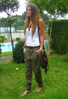 Love the tank look. Not sure about the baggy pants but dark green skinnies would be so cute with the top and necklace Mode Outfits, Casual Outfits, Fashion Outfits, Fashion Trends, Fashion Weeks, Milan Fashion, Look Boho Chic, Mode Hippie, Hippie Mama
