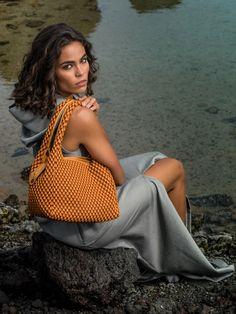 Tissa Fontaneda - die neue Designertaschen aus Spanien. Die Bubble bags der Designerin sind bereits kult. Neu sind die Modelle mit den Space Bubbles - jetzt bei C. Strauch und auf www.strauch.at Kult, Straw Bag, Bubble, Tote Bag, Bags, Fashion Trends, Designer Handbags, Designer Bags, Sevilla Spain