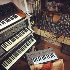 fuck yeah studio porn Audio Studio, Recording Studio, Studio Furniture, Vintage Records, Techno, Music Studios, Music Production, Studio Ideas, Keyboard