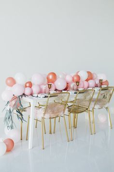 How to throw a Kick-Ass Dinner Party - Perfete Birthday Party At Home, Birthday Celebration, Wedding Decorations, Table Decorations, Super Party, Birthday Messages, Paint Party, Painting For Kids, Perfect Party