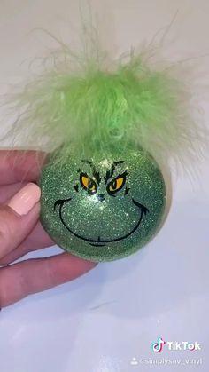 Christmas Ball Ornaments Diy, Grinch Christmas Decorations, Grinch Ornaments, Christmas Crafts For Kids, Diy Christmas Gifts, Christmas Projects, Christmas Fun, Holiday Crafts, Grinch Trees
