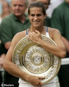 Amelie Mauresmo of France, Wimbledon 2006 (beautiful one-handed backhand)