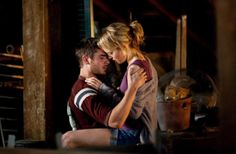 Zac Efron and Taylor Schilling | The Lucky One