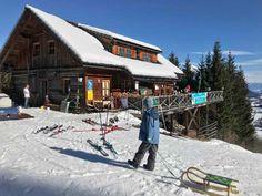 --> GITSCHTAL RODELN - Berggeist Rodelbahn Weissbriach, Kärnten Cabin, Berg, House Styles, Skiing, Winter Vacations, Family Getaways, Hotels For Kids, Ski, Cottage