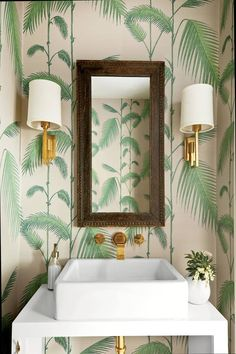 Cole and Son Palm wallpaper in Leaf Green on White from The Contemporary Restyled Collection Use this wallpaper to transform any room into a glamorous space. Update your walls with this rainforest-inspired paper based on the classic Palm Leaves print. Cole And Son Wallpaper, Palm Wallpaper, Tropical Wallpaper, Botanical Wallpaper, Wallpaper Ideas, Beautiful Wallpaper, Wallpaper Toilet, Leaves Wallpaper, Print Wallpaper