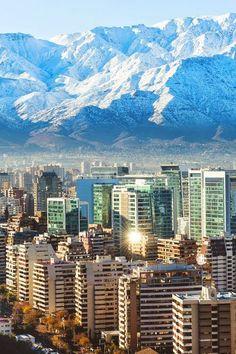 O Chile é o maior país Norte-Sul do mundo e fica espremido entre o Oceano Pacífico e a Cordilheira dos Andes, além de ser um dos dois paíse...