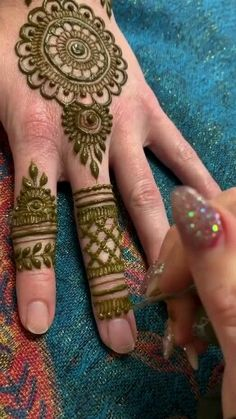 Stunning Mehndi Designs with Videos for 2020 Henna Tattoo Designs Simple, Finger Henna Designs, Indian Mehndi Designs, Full Hand Mehndi Designs, Henna Art Designs, Mehndi Designs For Beginners, Modern Mehndi Designs, Mehndi Designs For Girls, Mehndi Design Photos