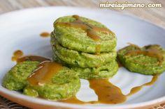 Buñuelos verdes de trigo sarraceno con salsa de mostaza y miso - receta vegana Veggie Recipes, Vegetarian Recipes, Veggie Food, Avocado Toast, Guacamole, Tasty, Cooking, Breakfast, Ethnic Recipes
