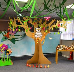 Large 3D Tree of Knowledge cut from cardboard boxes - Creation theme Messy Church