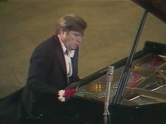 Emil Gilels plays the amazing Prelude in B minor by Bach/Siloti in a concert in Moscow. Fantastic performance and incredible expressiveness! We're analyzing this piece on the Piano Sound & Expression Board on our Forum at PianoCareerAcademy.com.