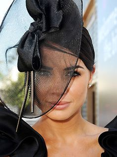 gorgeous headpiece at Spring Racing Carnival! Race Day Fashion, Races Fashion, Spring Racing Carnival, Race Wear, Crazy Hats, Princess Hairstyles, Derby Day, Fancy Hats, Fashion And Beauty Tips