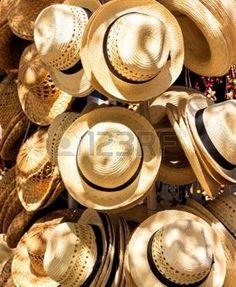 cuba: Chapeaux faits main à vendre sur un marché de rue touristique de la plage de Varadero à Cuba Banque d