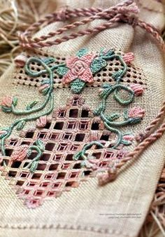 From the book: Embroidery Techniques Using Space-Dyed Threads Author: Via Laurie
