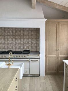 Kitchen Design & Remodeling : Modern Farmhouse Renovation in Malibu {Steve & Brooke Giannetti Home Decor Kitchen, Interior Design Kitchen, Home Kitchens, Cosy Interior, Kitchen Ideas, Kitchen Canopy, Modern Kitchens, Luxury Kitchens, Interior Lighting