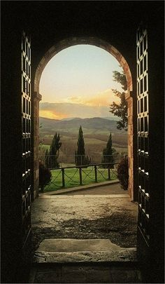 A room with a view:  Tuscany    http://adoseofsimple.wordpress.com/2013/01/08/a-room-with-a-view/
